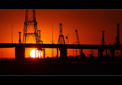 docklands sunset (Tumpal Hutagalung) Tags: red orange industry port puerto fire fly cross crane over melbourne southern yarra armageddon cbd poles sillhouette dockland supershot etihadstadium palhtg canyouspotthebird