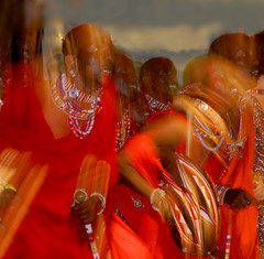 Maasai tribal dances (Elido Turco - Gigi) Tags: africa moving kenya danza tribal rosso maasai dances blueribbonwinner turco tribale elido flickrlovers elidoturco fotografaglobal