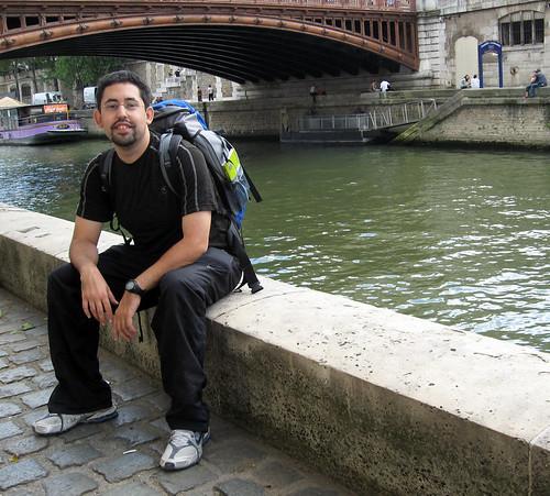 Foto posada às margens do Sena