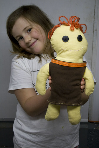 kiddo_and_doll