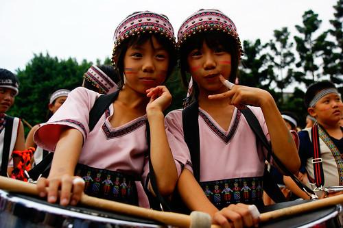 可愛的原住民雙胞胎