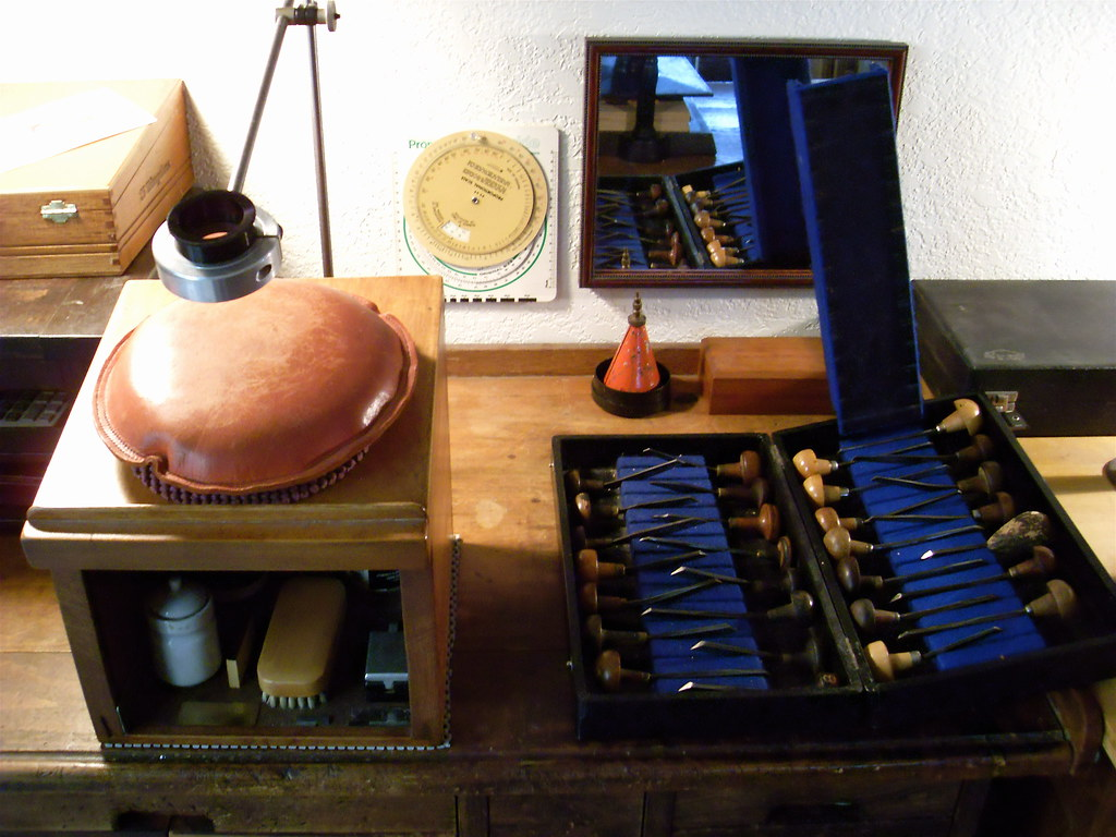 Wood Engraving Workstand and Gravers