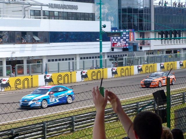 Alain Menu chased by Norbert Michelisz