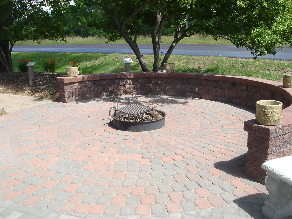 Seat Height Wall Surrounds Fire Pit (Patio Town) Tags: Twincities Oakdale  Firepit Versalok