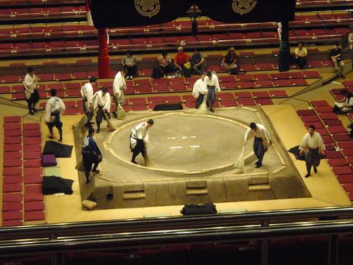 Dos horas barriendo el ring