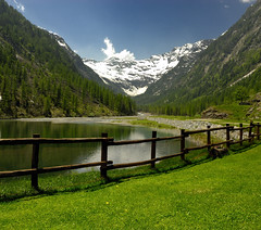 Lago Delle Fate (Fabio Montalto) Tags: trees mountain snow green fence fairylake naturesfinest nikond200 lagodellefate theunforgettablepictures platinumheartaward absolutelystunningscapes nikon1685 natureandnothingelse capturenx2 wagman30