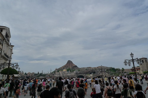 DisneySea crowd in the morning