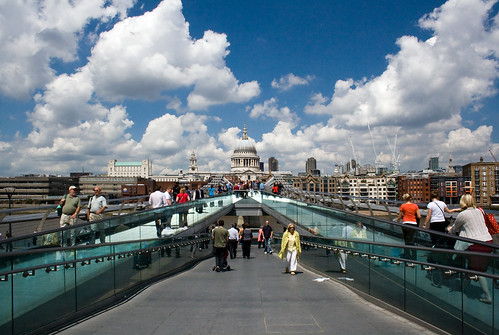 Millenium Bridge, London, United Kingdom, by jmhdezhdez