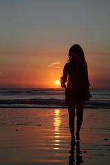 * bali * (peo pea) Tags: she sunset bali pea jimbaran superaplus aplusphoto saariysqualitypictures freedancephotographers peopleenjoyingnature