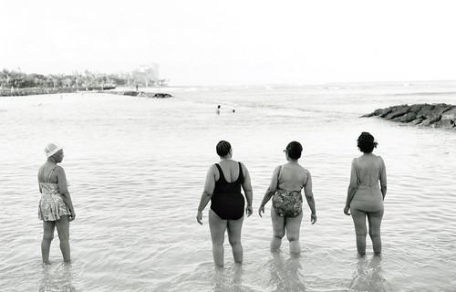 海を見る四人