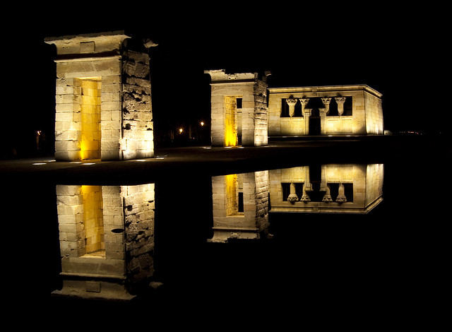 Reflections in the nigth. Templo de Debod