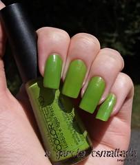 Esmalte Sombra e Água Fresca, da Avon. (A Garota Esmaltada) Tags: agarotaesmaltada unhas esmaltes nails nailpolish manicure verde green avon colortrend sombraeáguafresca naqueleverão