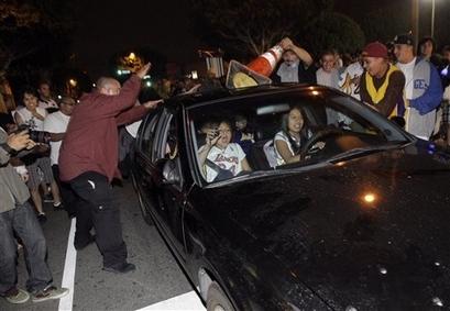 Lakers fans 3