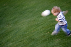 ... si totusi se roteste (pianke) Tags: verde jeans iarba joaca copil minge dungi ilariana biancabogdan