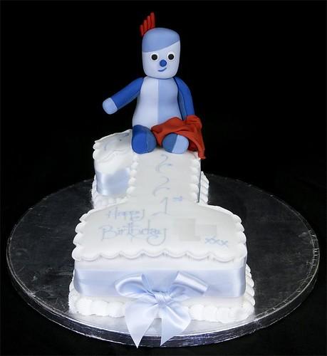 002898 Iggle Piggle Model on Figure One Birthday Cake