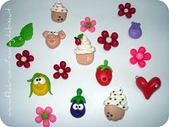 ímãs (Alane • maria julia biscuit) Tags: pink verde green handmade flor n rosa biscuit cupcake folha morango folhinha porco florzinha strass beringela hipopótamo ímã porcelafria mariajuliabiscuit