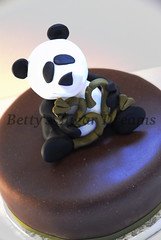 Panda bear (Betty´s Sugar Dreams) Tags: birthday bear germany buch panda hamburg geburtstag betty polymerclay fimo birthdaycake bär pandabear torte kurs fondant gumpaste geburtstagstorte pandabär sugarpaste motivtorte bettinaschliephakeburchardt bettyssugardreams tortenkurs tortendekorationskurs blütenpaste