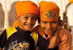 Brothers @ Golden Temple, Amritsar (viwehei) Tags: boy people baby india cute boys girl childhood kids children kid klein asia child little indian adorable kinder kind holy littlegirl sikh punjab ethnic littleboy amritsar mdchen goldentemple junge littleboys