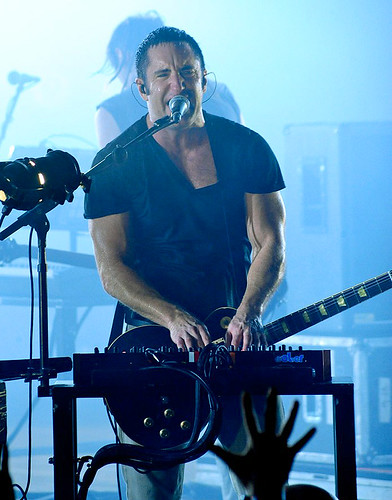 20090609 - Nine Inch Nails - Trent Reznor (singing, playing keyboard) - (by Elizabeth Bouras) - 3615214931_780bd6781e_o par Rev. Xanatos Satanicos Bombasticos (ClintJCL)