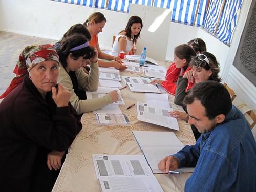 Grupul de Profesori studiază limba Engleză după manualul EFNL la tabără