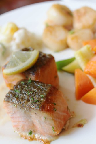 Pan-fried Salmon on the Skin with Champagne Sauce