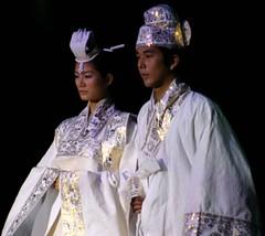 Traditional wedding dress (@michaelambjorn) Tags: show 2004 fashion paper korea catwalk mulberry vagabonding wonju hanji