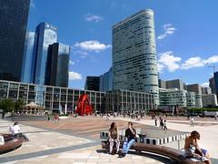 quartier La Dfense (FR92) (jean-louis zimmermann) Tags: sculpture paris ladfense ambiance urbanisme skyscrapper gratteciel mobilierurbain quartierdaffaire