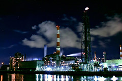 Industrial complex (Noisy Paradise) Tags: city longexposure light sky urban japan night tokyo sigma kombinat foveon     dp2 industrialcomplex japanatnight    sigmadp2 noisyparadise