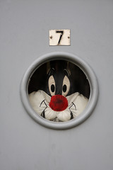 Sylvester is watching you! (Jan Ronald Crans) Tags: door window amsterdam grey sylvester cartoon 7 seven raam deur grijs stripfiguur raampje dwwg