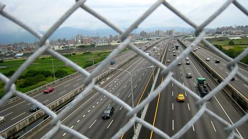 nk@flickr 拍攝的 五股八新公路(台 64).高速公路。