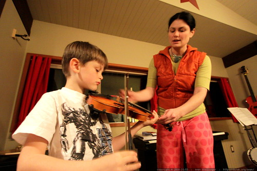 mother - son violin practice - _MG_5578.embed