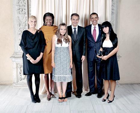 imagen de las hijas del presidente zapatero vestidas con ropa normal