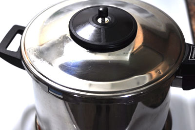 closed pressure cooker for yellow split pea soup