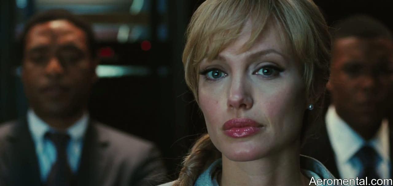 Angelina Jolie Salt labios rojos