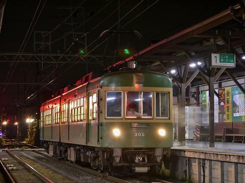 江ノ電305F稲村ヶ崎行き最終電車@長谷
