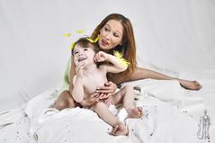 (BK photo stream) Tags: family portrait woman love girl familia mujer model retrato amor feather pluma portret rodzina dziewczynka ninia kobieta modelka