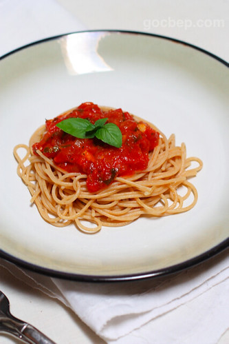 whole wheat pasta with homemade tomato sauce