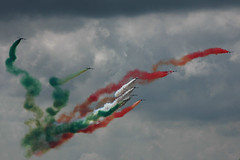 Frecce Tricolori at their best (Rogier Vermeulen) Tags: show red sky italy cloud white green art clouds painting airplane photography for flying team italian nikon colorful paint italia open force display sale bue flag aircraft smoke air stock flight d70s airshow rogier pan colourful aermacchi leeuwarden gruppo frecce tricolori pattuglia acrobatica italiana 313 koninklijke dagen nazionale vermeulen aeronautica militare addestramento luchtmacht klu mb339 acrobatico mb339pan wwwroviewnl roview rogiervermeulen roviewnl