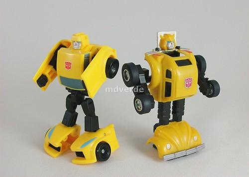 Transformers Bumblebee Universe Legend vs G1 - modo robot