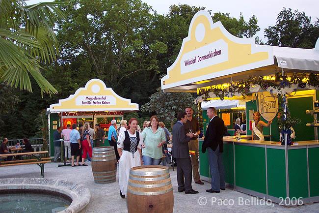 Stands en la Fest der 1000 Weine. © Paco Bellido, 2006