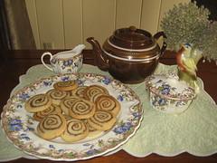 Nutella cookies & Tea (AGA~mum) Tags: dessert tea teapot sadler vintagevase copelandspode nutellacookies garlicseedheads