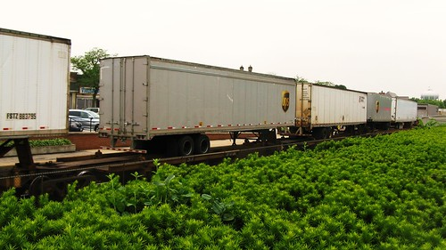 Westbound BNSF Railway piggyback train. Western Springs Illinois USA. June 2011. by Eddie from Chicago