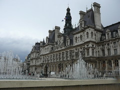 City Hall and fountains (mefeather) Tags: city sky paris france window water architecture clouds cityhall wolken frankrijk fountains lucht parijs stad stadhuis architectuur raam fonteinen