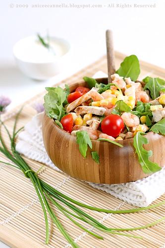 insalata pollo, gamberetti e mais