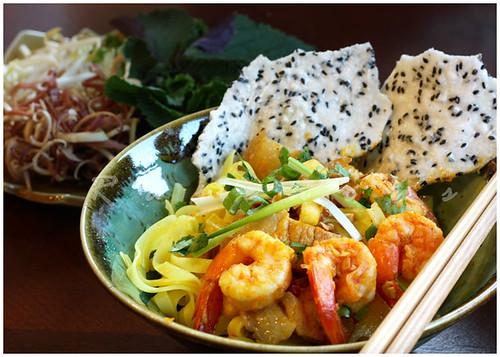 mi quang, vietnamese yellow noodles