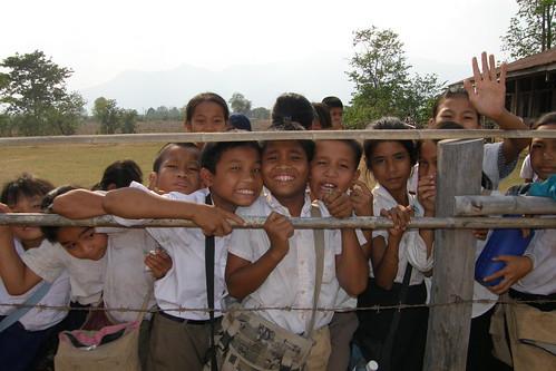 128.Don Daeng的小學生們 (13)_爭先恐後