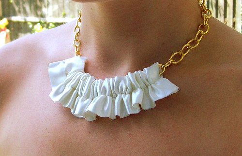 Ruffle Necklace Tute