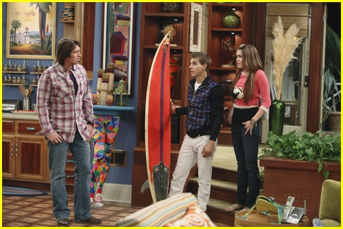 miley-cyrus-cody-linley-one-11