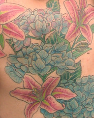 tatoo with blue hydrangea and red lilly