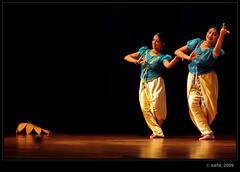nritya.. (swaheel) Tags: light india art digital canon eos rebel dance kiss dancers zoom indian bangalore culture kerala dancer event classical efs xsi bharatanatyam x2 kottakkal karanataka bengaluru 450d malappuram 55250 mohiniyattom swaheel 55250is vasanthotsavam